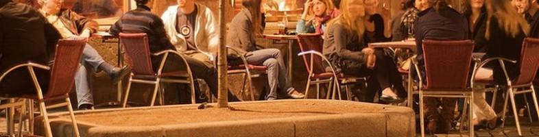 Les terrasses ferment à minuit à Strasbourg, hop au lit tout le monde ! (Photo iFranz / FlickR / CC)