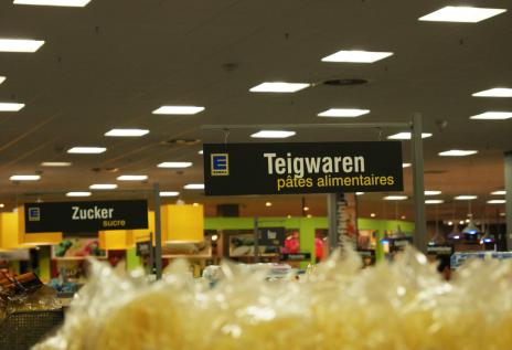 L'affichage des rayons au supermarché Edeka de Kehl.