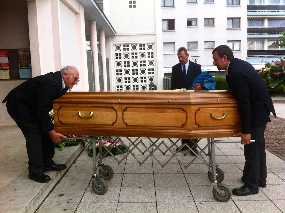 Une journ e avec no l croque mort nouvelle g n ration rue89 strasbourg - Table de louise strasbourg ...