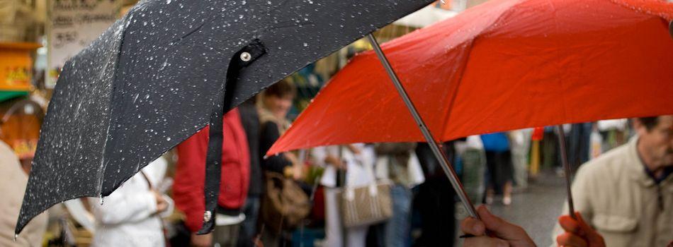 Le guide de survie de la braderie sous la pluie