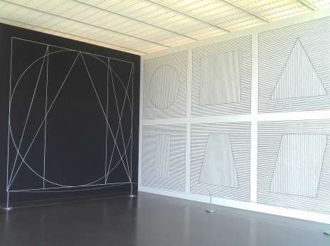 "Vue de l'exposition ""Sol LeWitt – dessins muraux de 1968 à 2007"" / (c) Sol LeWitt / Photo: C.R."