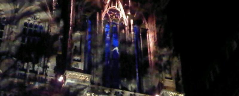 Un homme a escaladé la cathédrale pendant les illuminations