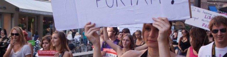 Auto-dérision et humour sont les armes de la SlutWalk, comme ici en 2011. (Détail, document remis Nicolas Eschbach - www.krahzi.fr)