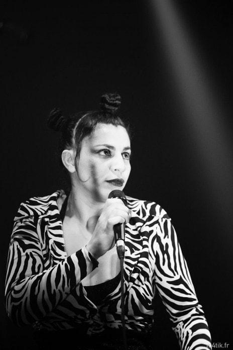 La chanteuse Malika Bouchama (photo de Bartosch Salmanski)