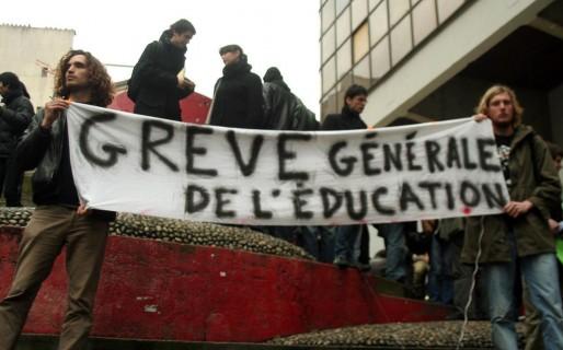 Grève dans l'éducation nationale, lors de la loi sur la réforme des université (LRU) en février 2009 (Photo Fahfahrine / FlickR / CC)