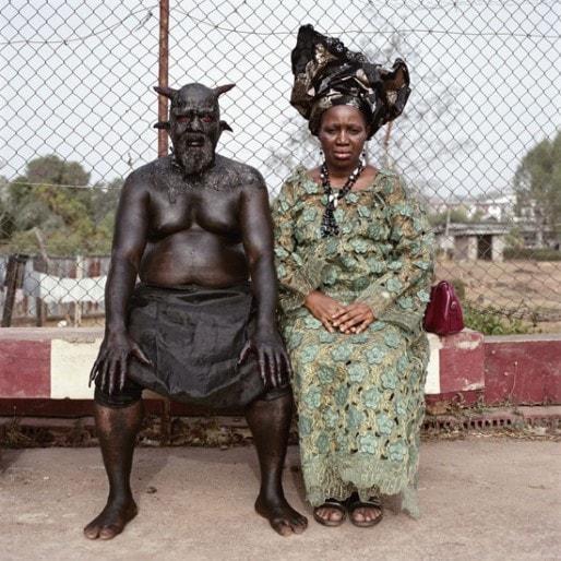 """Pieter Hugo, """"Chris Nikuto and Patience Umeh"""", Enuglu, 2008. C-Type print. Série Nollywood, Nigeria. © Pieter Hugo"""