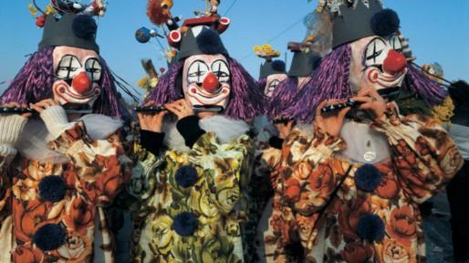 Le carnaval de Bâle est le plus grand carnaval de Suisse et rassemble entre 15000 et 20000 personnes déguisées.