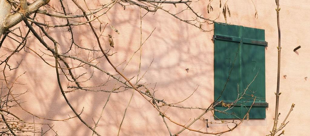 «Boitier à secrets»: les murs de la cité jardin du Stockfeld par Jean-Philippe Senn