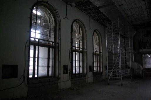 La pièce bordée par les arches deviendra bientôt une salle de lecture.