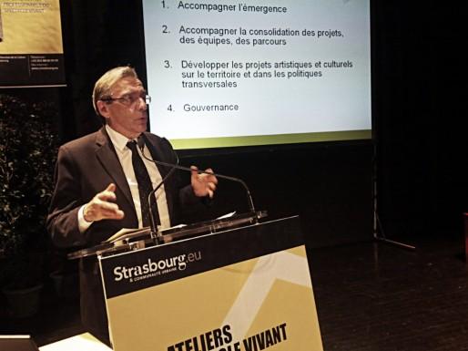 Roland Ries, lors de la conclusion des ateliers jeudi au Hall des Chars (Photo PF / Rue89 Strasbourg)