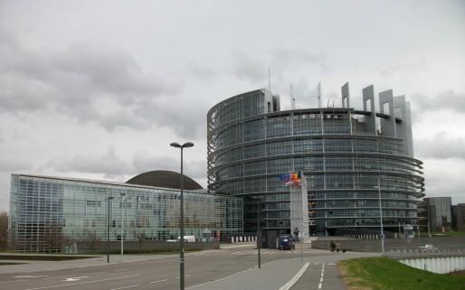 Les nuages s'amoncellent au-dessus du Parlement européen à Strasbourg ...