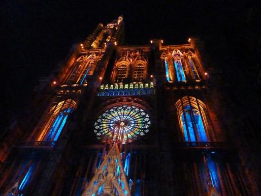 Cathédrale Notre-Dame de nuit (wikimedia commons/ cc)