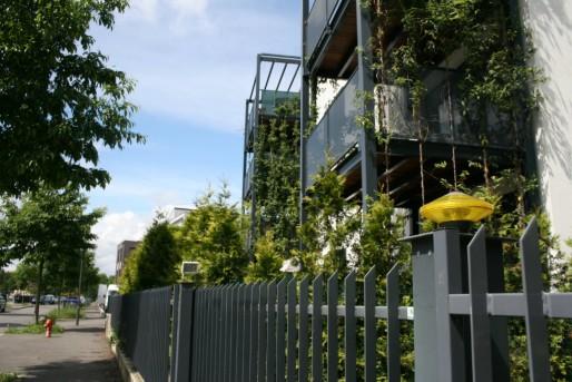 """Solides clôtures et portes à code """"protègent"""" les logements de standing à la Kibitzneau (Photo MM / Rue89 Strasbourg)"""