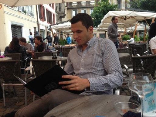 Pendant toute cette quatrième année de la mandature 2009-2014, Stefano Marmo a pu effectuer un stage bénévole auprès d'un député européen (JFG/ Au Café de l'Europe)