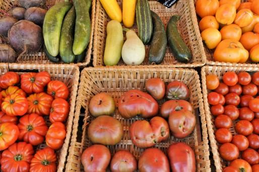 Fruits et légumes bio au salon BiObernai de 2012 (photo : Terre d'Info / CC)