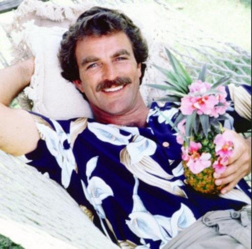 Rendez-vous à la braderie, pour peut-être trouver la même chemise que Tom Selleck ! (Capture d'écran NM)