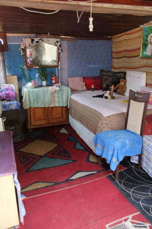 Le petit intérieur de Nica, qu'elle dit nettoyer tous les jours. (Photo Nathalie Moga/ Rue89 Strasbourg)