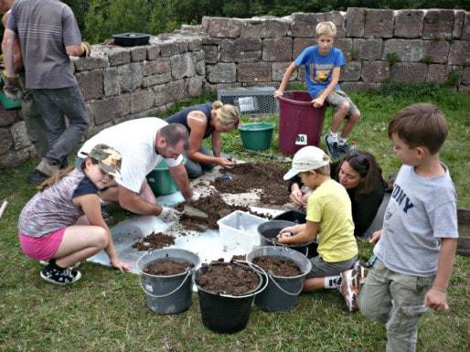 Ateliers pour enfants au château du Hohnack aux dernières Journées du Patrimoine, en 2012 (Photo Gilles Triballier)