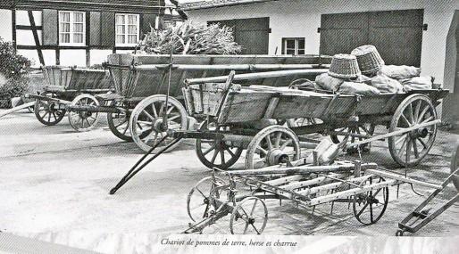 """Différentes charrettes en exposition (Photo du site de l'association """"Le Vieil Erstein"""")"""