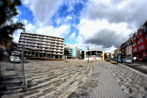 La Place du Marché au Neudorf, encore un immense espace vide (Photo AB / Rue89 Strasbourg)