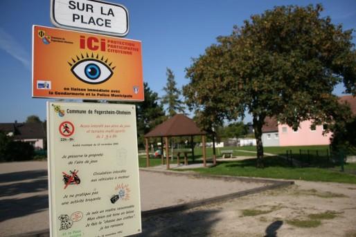 Attention squatteurs du square, vous êtes surveillés ! (Photo PF / Rue89 Strasbourg / cc)