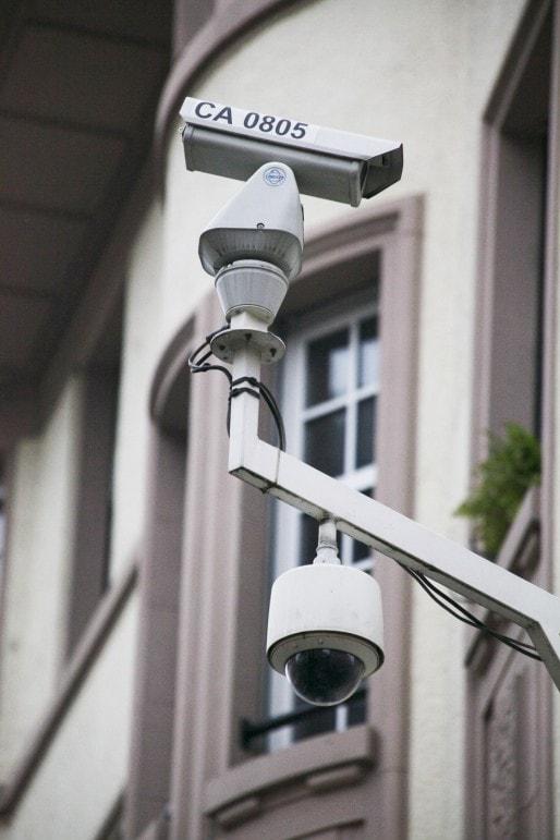 """Entre le dispositif de surveillance vidéo du trafic routier et celui de la vidéo-protection, Strasbourg est équipé d'un maillage """"assez exceptionnel"""", selon un cabinet d'experts parisien. (Photo BC / Rue89 Strasbourg)"""