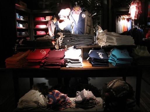 L'éclairage fait partie des points négatifs relevés par l'inspection du travail et la médecine du travail (Photo ThinkRetail / FlickR / cc)