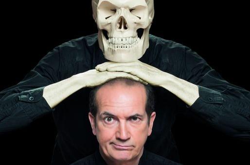 Au Kafteur, Bernard Azimuth revisite «Hamlet» dans un one-man show risqué