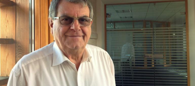 Maire de Holtzheim depuis 25 ans, le banquier sort les flingues contre la prof de fac