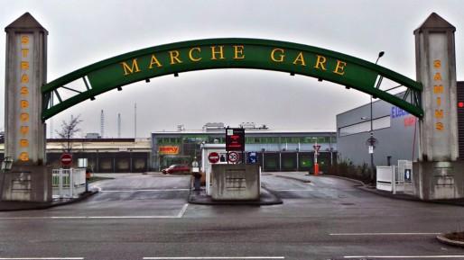 Le marché-gare accueille jusqu'à 300 véhicules de particuliers pendant les fêtes. (Thomas Mangin - Rue89 Strasbourg)