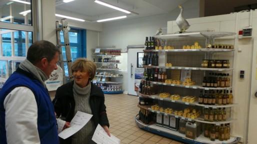 """Malgré l'esprit un peu plus """"supérette"""" chez Rungiest, ici aussi les clients sont choyés. (T.M / Rue89 Strasbourg)"""