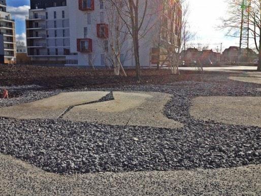 """La place Vologda, avec """"fontaine miroir d'eau"""", en face de l'hôtel (Photo MM / Rue89 Strasbourg)"""
