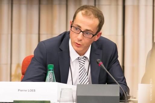 """Pierre Loeb, président de l'AEJE, lors de la présentation de son rapport """"Le siège dans tous ses Etats ... 2 ans après"""" le 25 Février 2014. (Pierre Loeb / Facebook)"""