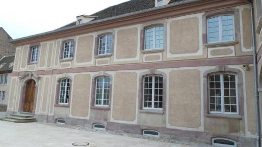 Derrière ces murs du XVIII ème siècle se cache le biocluster, et une architecture tout droit issue du futur (T.M / Rue89 Strasbourg)
