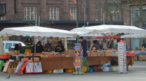 Les bouquinistes sur le marché des livres, place Kléber (Photo CF/ Rue89 Strasbourg)