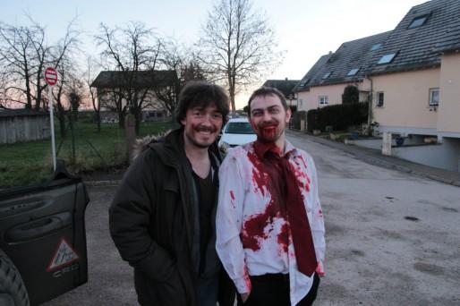 Le réalisateur et le producteur de la série, lors du tournage d'une vidéo de présentation de l'équipe artistique (Document remis)
