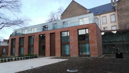 La partie neuve de l'hôtel dénote par rapport au reste du bâtiment, mais on assure que Bâtiment de France a veillé de près au projet de rénovation (T.M / Rue89 Strasbourg)