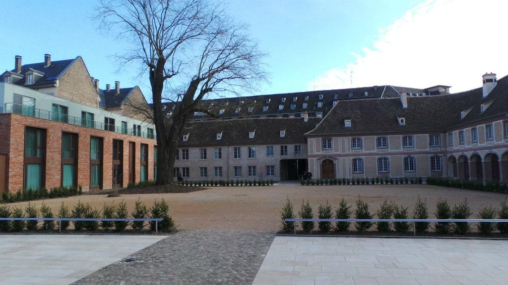 Histoire luxe et biocluster ce que sont devenus les haras de strasbourg - Hotel haras strasbourg ...