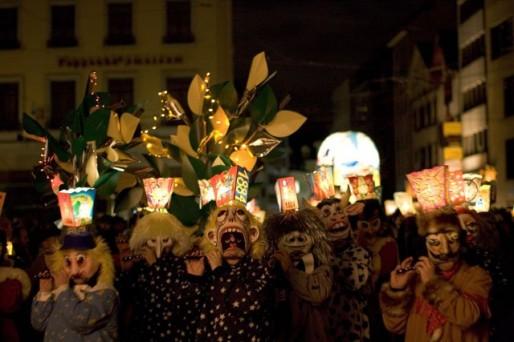 Morgenstreich à Bâle, défilé au petit matin (Photo Flickr/CC)