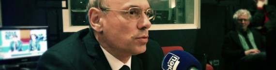"Jean-Luc Schaffhauser, candidat du ""rassemblement bleu marine"" dimanche 23 mars dans les studios de France Bleu Alsace. (Photo PF / Rue89 Strasbourg / cc)"