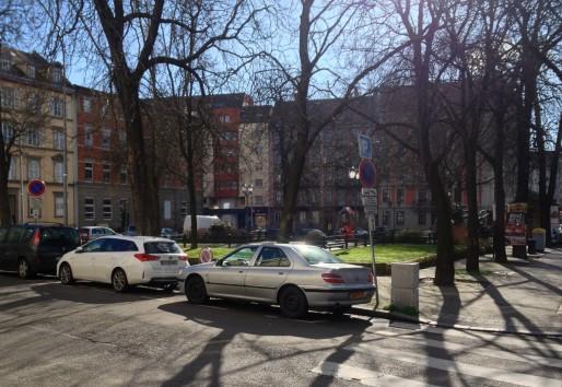 Porte Blanche : Une place-carrefour verte qui n'attend que l'arrivée du tram pour être réaménagée (R.Fausser)