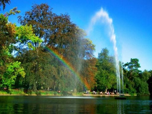Strasbourg, ses arbres, ses plans d'eau, ses arc-en-ciels... (Photo Flickr / cc)