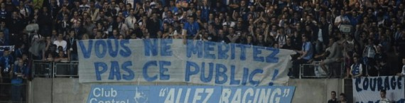 Dans les tribunes, l'agacement des supporters est perceptible... (Photo Denis Beylet)