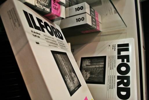 Papier photo argentique Ilford, en vente chez Objectif Austerlitz à la Krutenau (Photo MM / Rue89 Strasbourg)