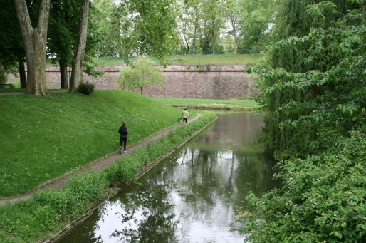 Footing sous le regard des fortifications Vauban. (Photo JFG)