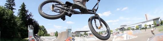 Stéphane vole, mais pas avec deux ailes, avec deux roues #goFigure (Photo JR / Rue89 Strasbourg)