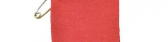 Le carré rouge, symbole de solidarité avec les intermittents en lutte contre l'accord sur leur régime indemnitaire.