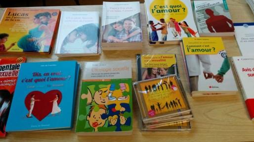 Livres proposés à l'achat lors de la soirée VigiGender. La sexualité, et comment en parler, reste le thème prédominant (Photo PF / Rue89 Strasbourg / cc)
