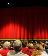 salle-theatre-rideau-rouge-18747-600-600-F