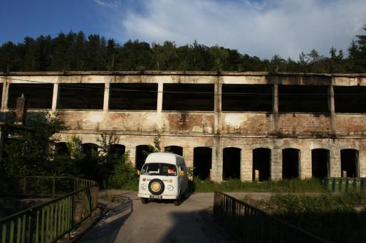 Sur la route vers Kazanlak, les anciennes usines de Gabrovo, aujourd'hui fermées.